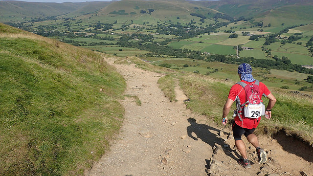 Mick Cottam, starting the descent to Edale Photo by NIck Ham